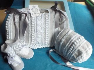 Conjunto para bebé hecho a mano en lana, algodón y plumetí