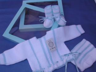 Conjunto para recién nacido hecho a mano