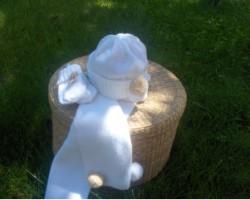 Conjunto para bebé hecho a mano de gorro, bufanda y manoplas