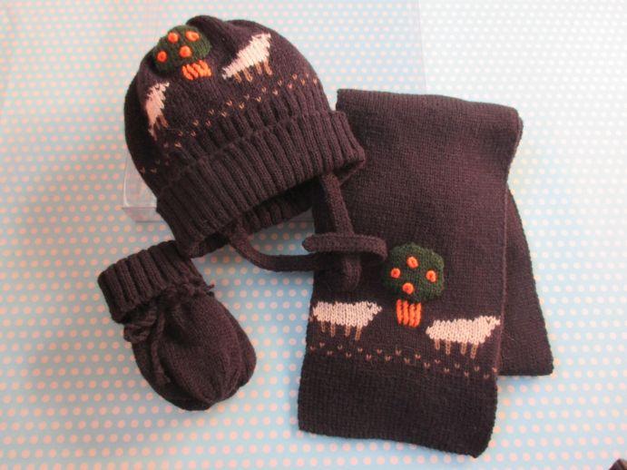 Conjunto de gorro bufanda y manoplas hecho a mano