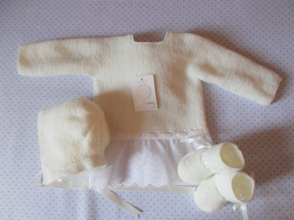 Conjunto beige con doble puntilla valencienne (0-3 meses)